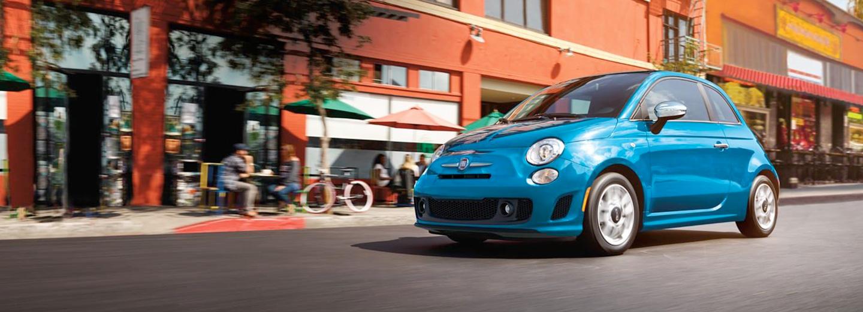 Fiat 500 exterior azul