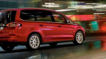 Ford Galaxy rojo