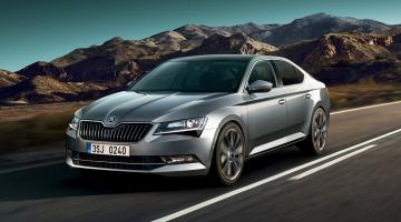 Skoda Superb plateado
